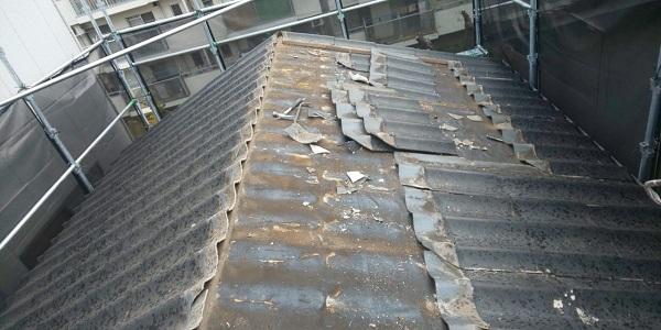 千葉県千葉市 屋根葺き替え工事 アスベストについて ニチハ ガルバリウム屋根 横断ルーフへの葺き替え (1)