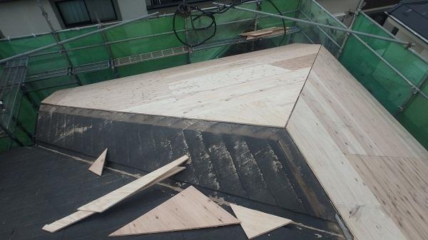 千葉県千葉市 屋根カバー工法 野地板、ルーフィング張り GUMSTARの改質アスファルトルーフィング (1)