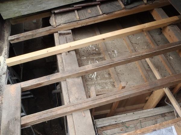 千葉県木更津市 屋根葺き替え工事 玄関庇一部の垂木、野地板、ルーフィング交換 (3)