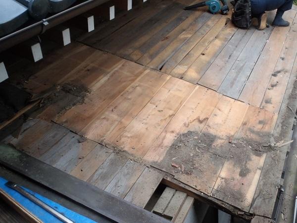 千葉県木更津市 屋根葺き替え工事 玄関庇一部の垂木、野地板、ルーフィング交換 (2)