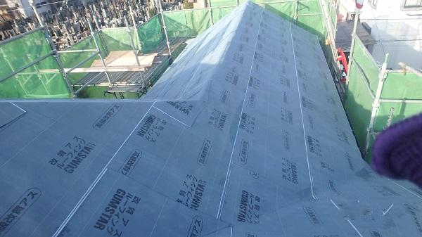 千葉県千葉市 屋根カバー工法 野地板、ルーフィング張り GUMSTARの改質アスファルトルーフィング (3)
